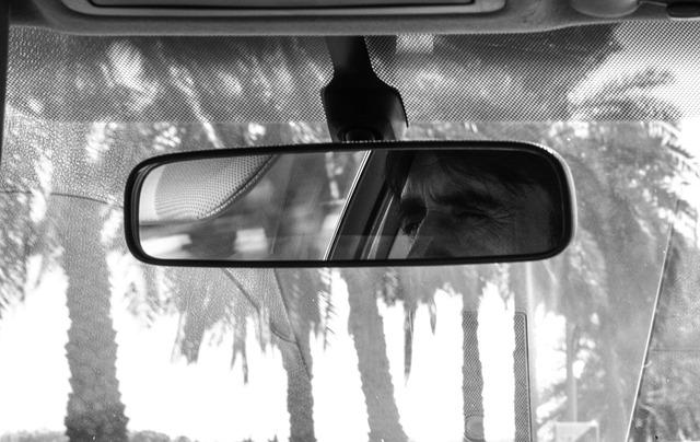 rear-mirror-491417_640